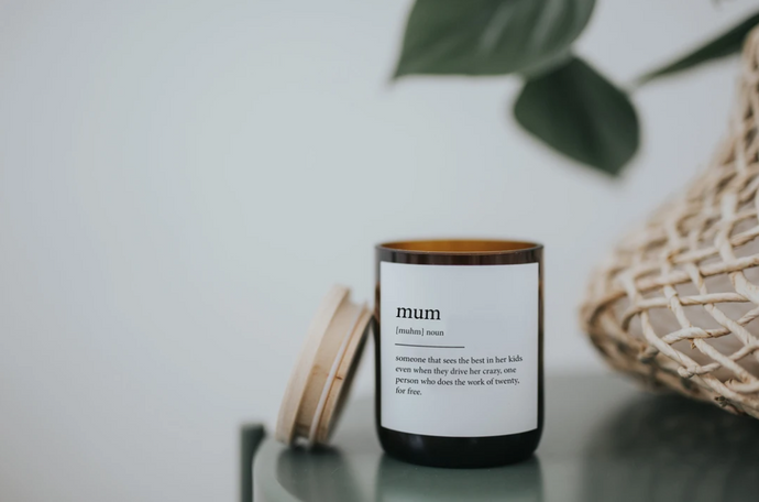 Eco-friendly, non-toxic cotton wicks to help you create your calming candle rituals. Our Candles have 260g of creamy, pure and renewable soy + candle wax, blended with our own Australian made fine fragrances oils and enriched with essentials oils.  Enjoy 40 hours of bliss.  S C E N T : H U D S O N V A L L E Y - A delicious aroma that embraces scents of fresh produce from the valley. A fresh blend of cucumber, mint & ginger with a twist of lemongrass and persian lime.