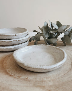 Jewellery dish, salt dish or spice dish…  This dish is a versatile piece to add to your bedroom or kitchen bench.  Handmade in Queensland, no 2 dishes are the same.