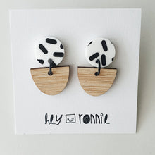 Load image into Gallery viewer, WHITE CIRCLE BLACK SPRINKLE EARRINGS
