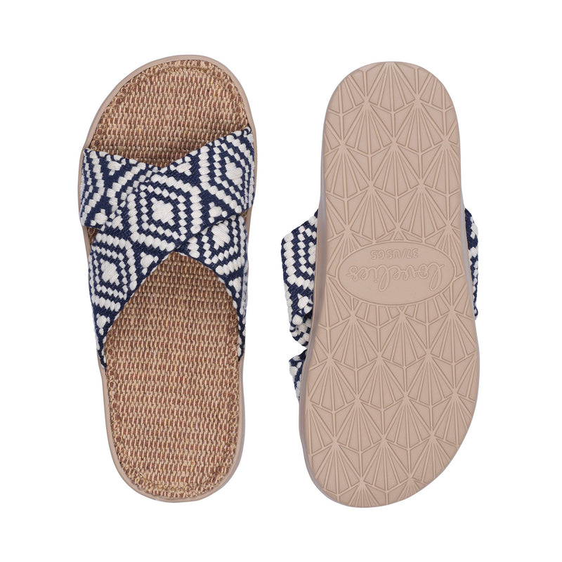 Sandal with woven straps. The soft inner sole is covered with jute.