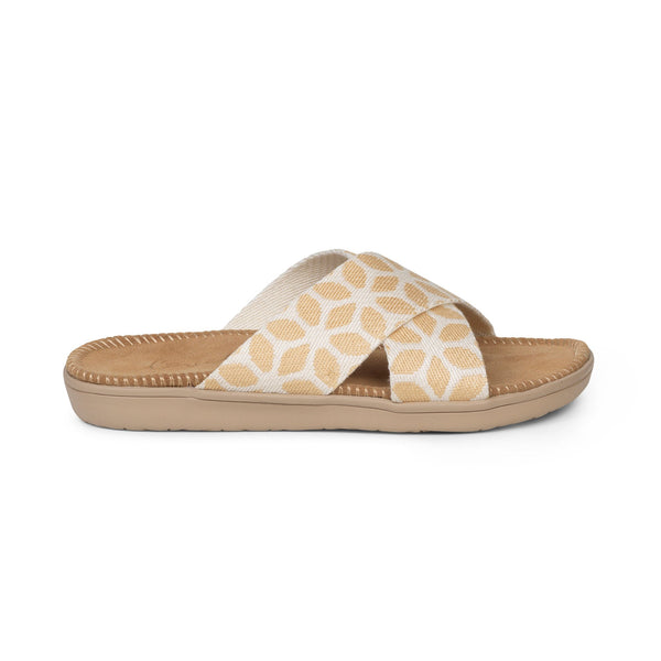 Sandals with straps of soft cotton. The comfortable inner sole in covered with suede