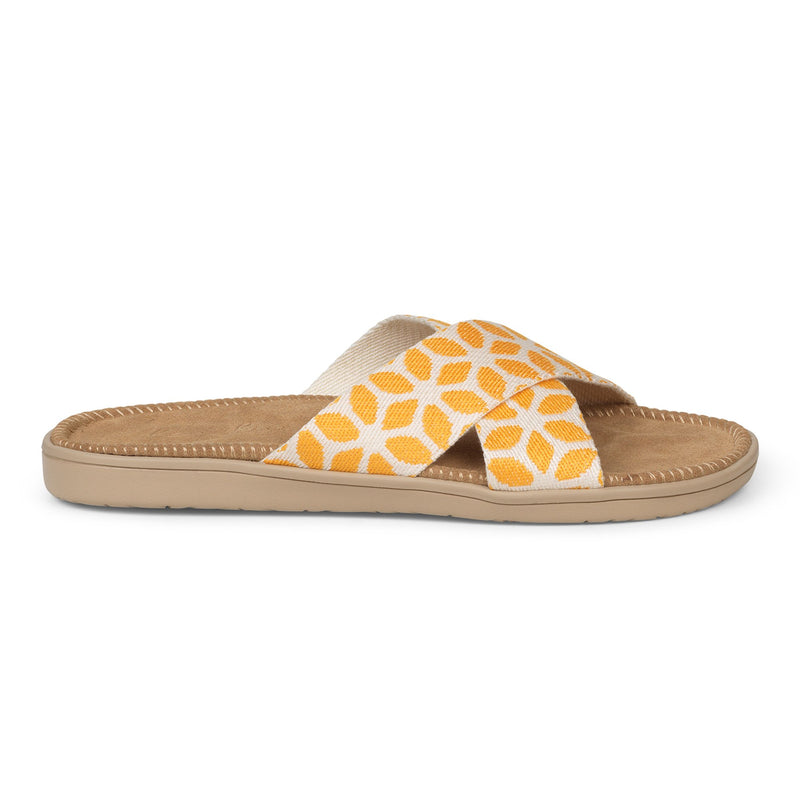 Sandal with flower woven straps. The comfortable inner sole is covered with soft brown suede.
