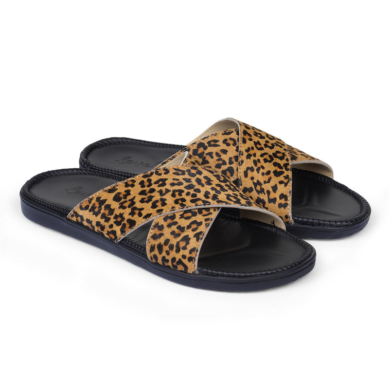 Sandals with 2 crossing straps of leather. The comfortable inner sole in covered with soft black leather.