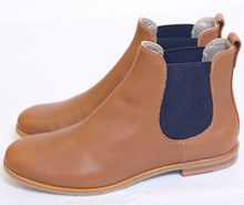 Laden Sie das Bild in den Galerie-Viewer, La Cabala Damen Chelsea Boot in cognacbraun