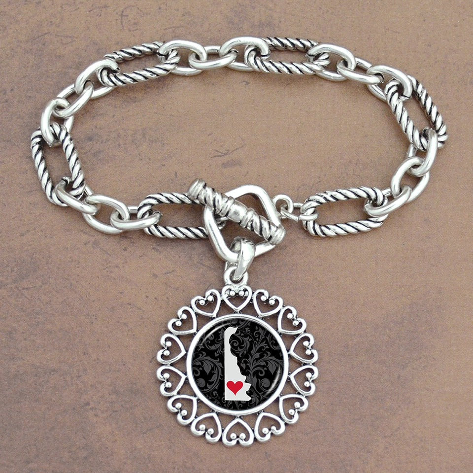 Twisted Chain Link Toggle Clasp Heartland Bracelet with Delaware State Charm