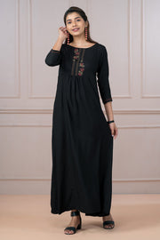 Minimal Floral Embroidered Dress - Black