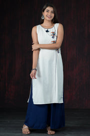 Placement Tribal Bird Printed Kurta - Off White & Navy