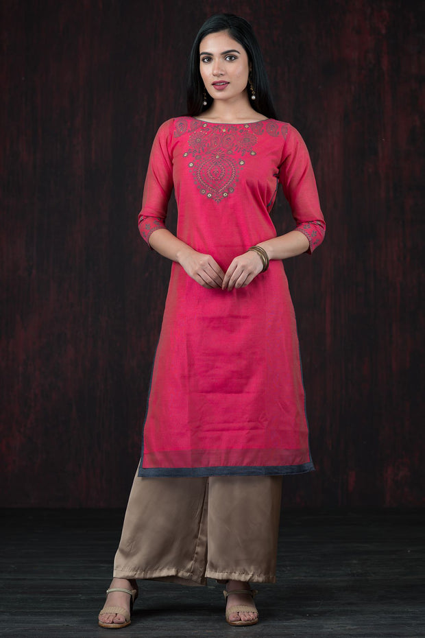 Contemporary paisley printed kurta with mirror embroidery - Pink