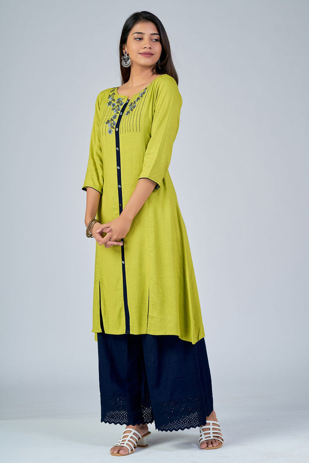 Maybell-Floral embroidered kurta - Green3