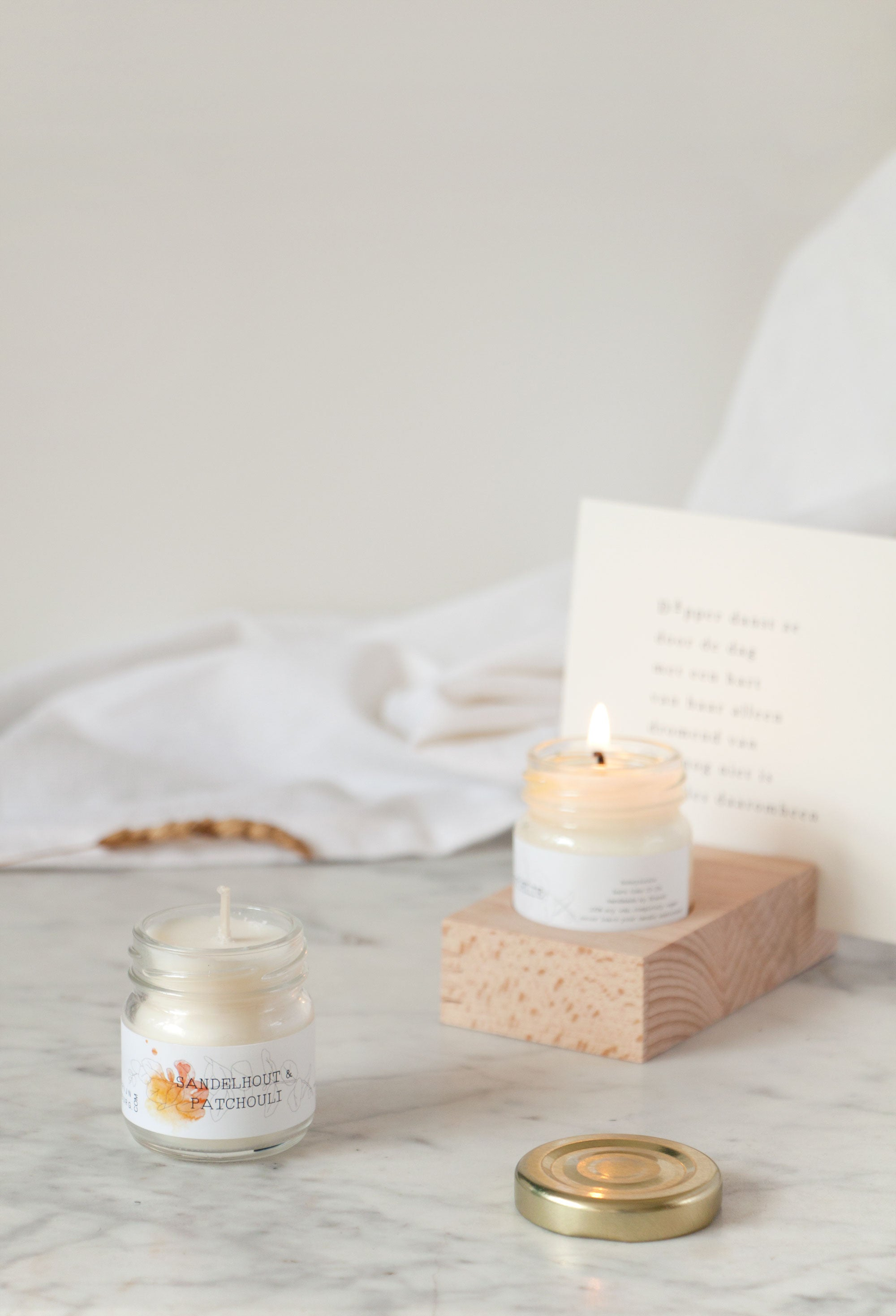 Hold it candle Sandelhout & Patchouli