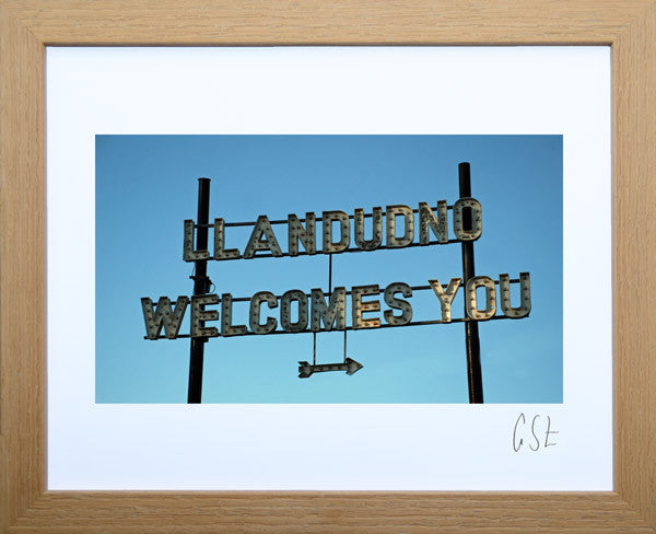 'Llandudno welcomes you' print
