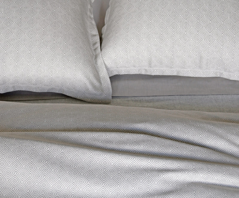 Dia grey bedding