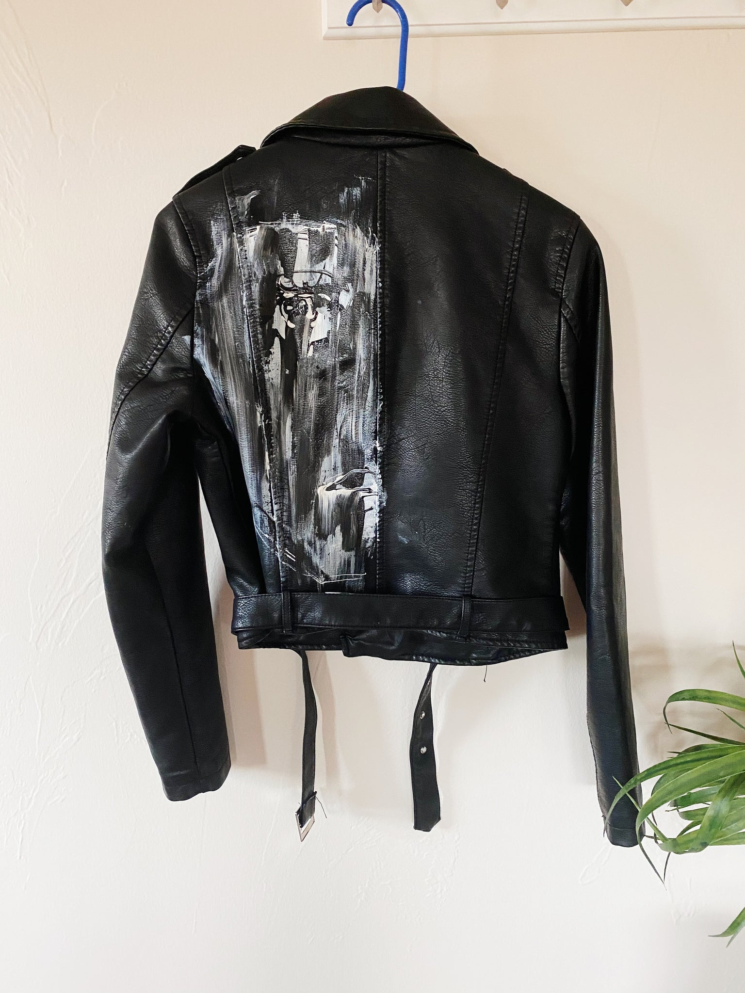 The Aklon Vintage Cropped Leather Jacket