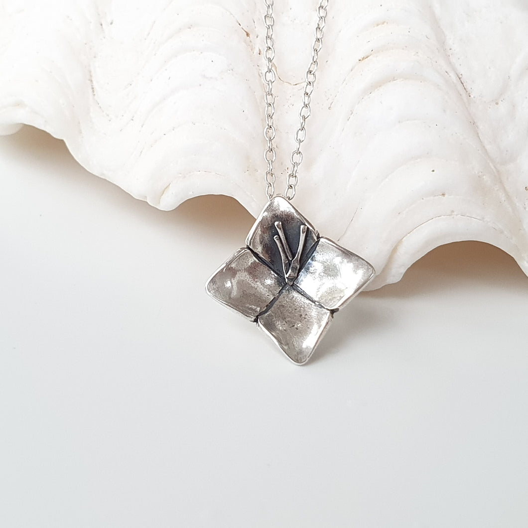 Dainty Gausåli Necklace