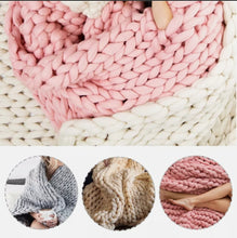 Load image into Gallery viewer, VERY CHUNKY KNIT THROW - AVAILABLE IN 3 COLOURS(120cm x 150cm)
