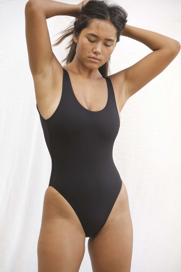 Signature Scoop One Piece (Black Bean)