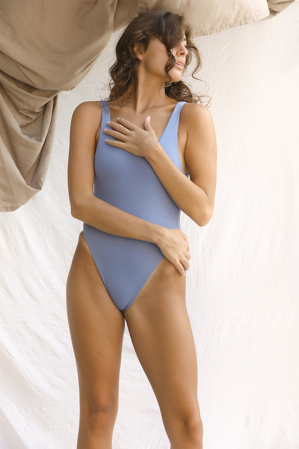 Signature Scoop One Piece (Slate)