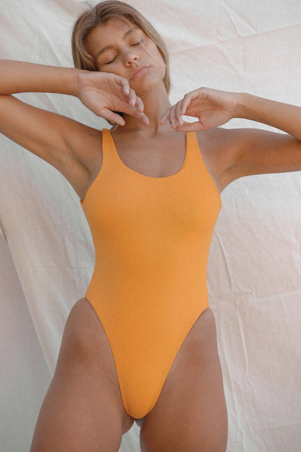 Signature Scoop One Piece (Radiant Yellow)