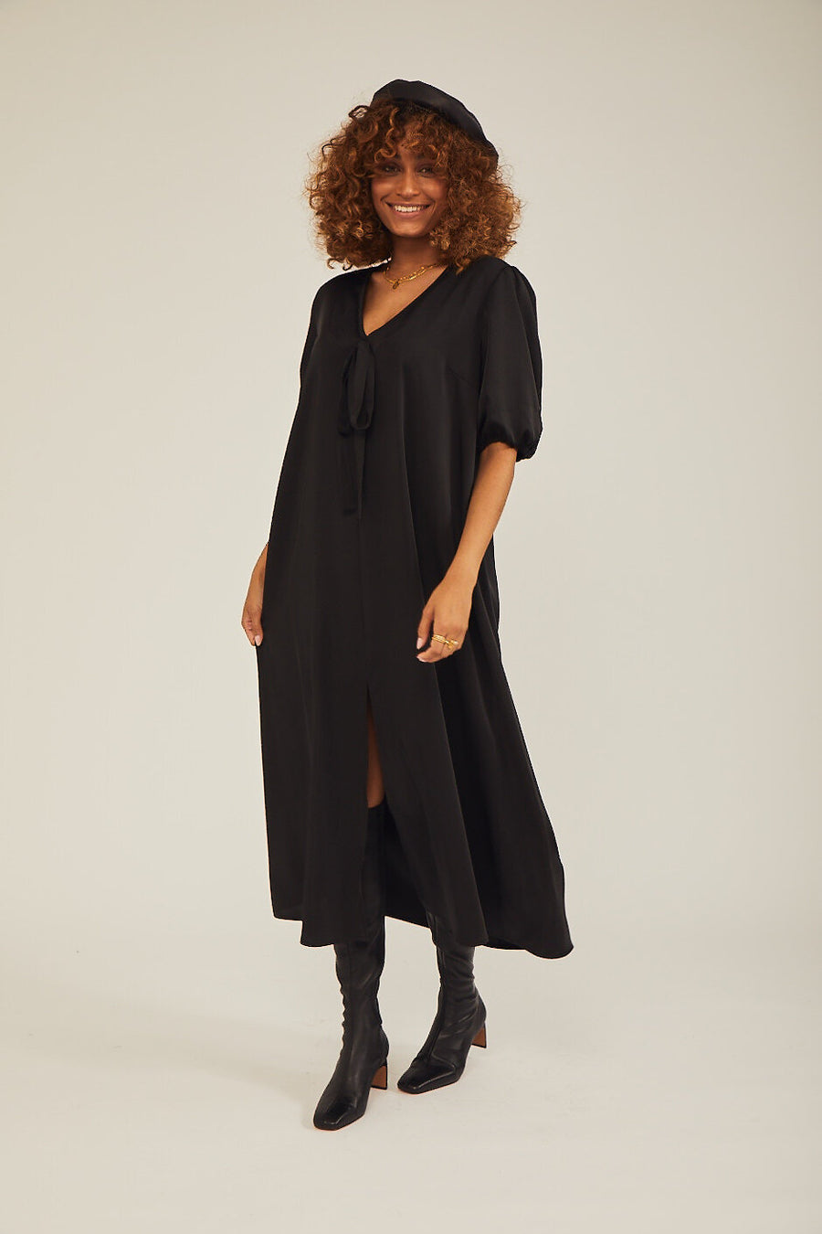 Hollie Midi Dress in Black