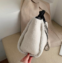 Load image into Gallery viewer, LE MIEN LARGE PLUSH WINTER TOTE BAG
