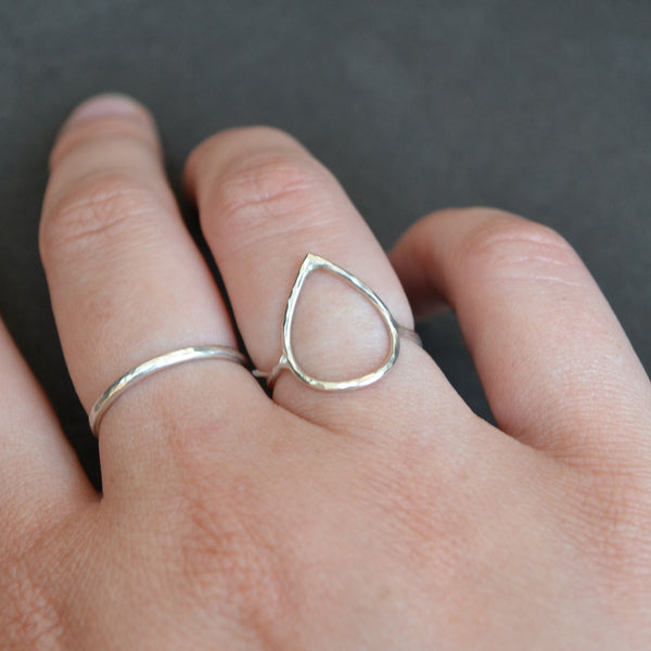 Cicee teardrop ring silver hammered