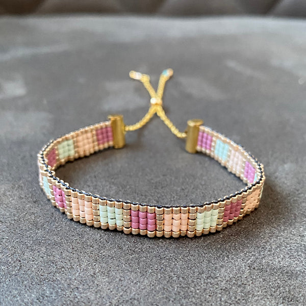 Woven bead bracelet – gold glamour squares