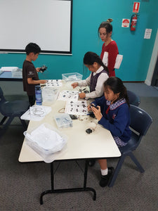 STEMLOOK Robotics School Chatswood Robot Makers Advanced robotics Class Children designe, assemble and program Robots