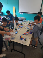 Load image into Gallery viewer, STEMLOOK Robotics School Chatswood Robot Explorers Teaching Children to Assemble Robots