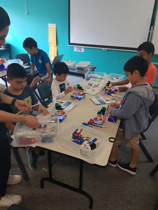 STEMLOOK Robotics School Chatswood Robot Explorers Teaching Children to Assemble Robots