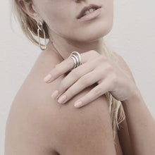 "Laden Sie das Bild in den Galerie-Viewer, Silber Ring ""Round"" - AETRA Studio - InJewels Berlin"