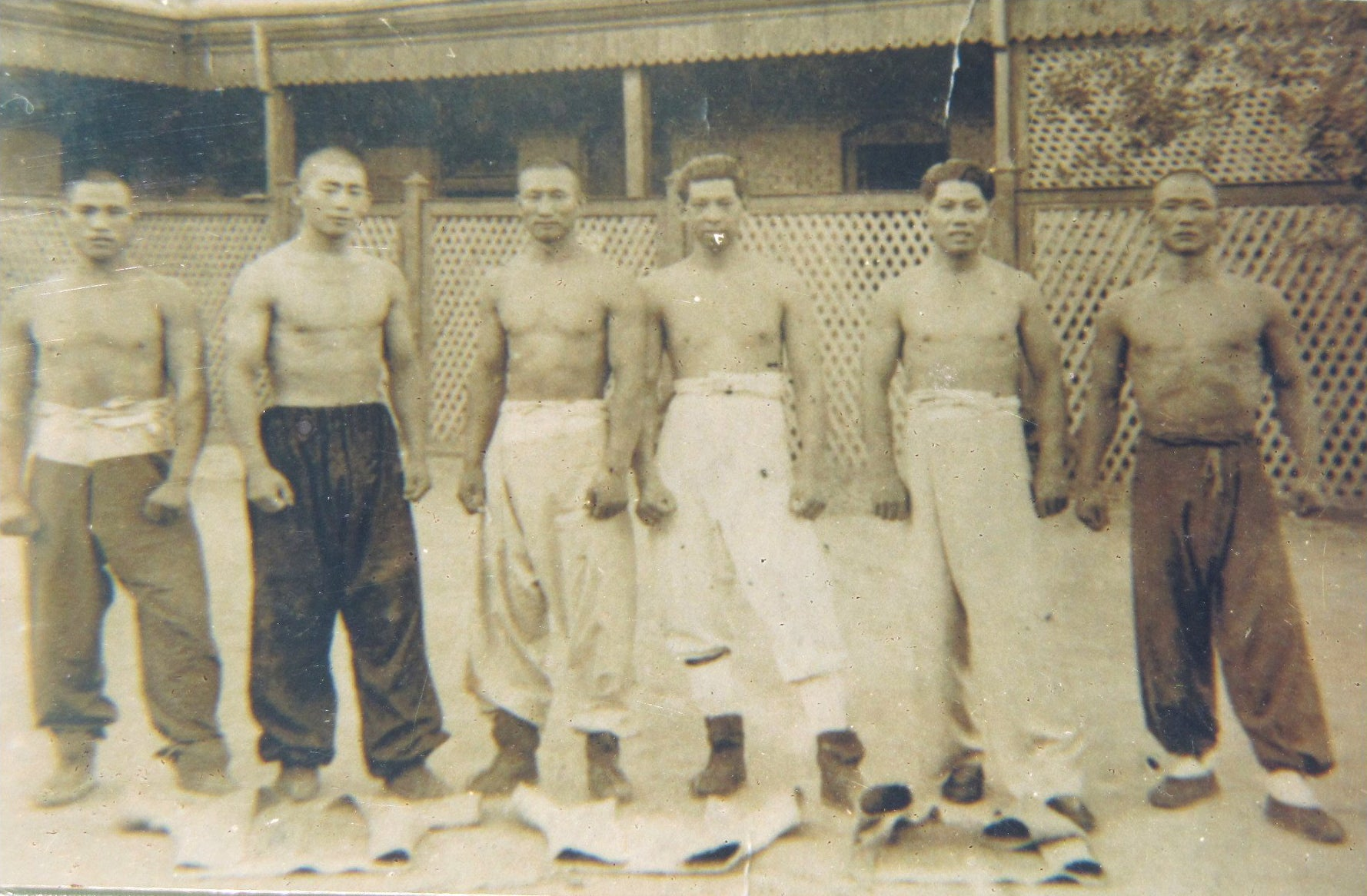 Photo 5 Courtesy: Wiki Commons, Six Shuāi Jiāo masters in Tianjin, 1930. From left to right: Zhāng Liánchéng (张连成), Zhāng Hóngyù (张鸿玉), Wáng Wénhǎi (王文海), Shǐ Ēnfù (史恩富), Mǎ Wénpíng (马文平) and Wáng Hǎizhēng (王海烝).