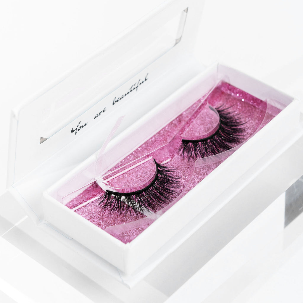 Faux mink lashes in lash case