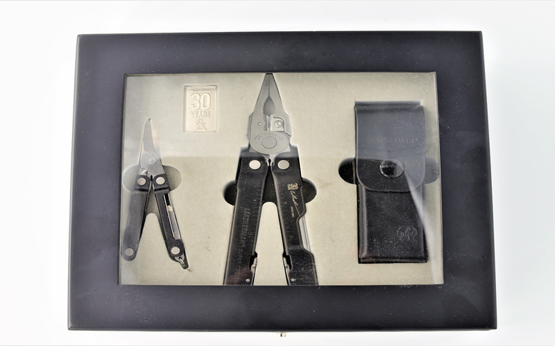 Limitierte Edition Leatherman Super Tool 300 mit Lederholster & Micra in Holzbox