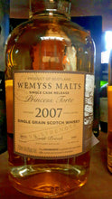 Laden Sie das Bild in den Galerie-Viewer, Wemyss North British Single Grain Scotch Whisky 9 Jahre 64,8 % vol. - 0,7 Liter