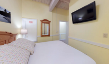 Load image into Gallery viewer, Island Inn Vacasa - One Bedroom Condo