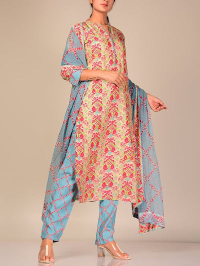 Peach Silk Blend Kurta Set With Contrast Dupatta