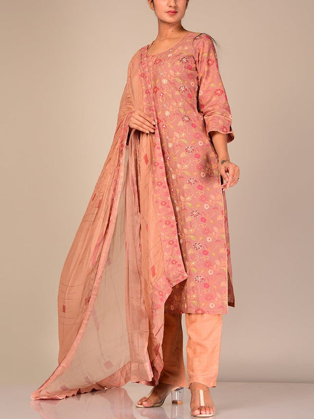 Peach Silk Blend Kurta Set With Chiffon Dupatta