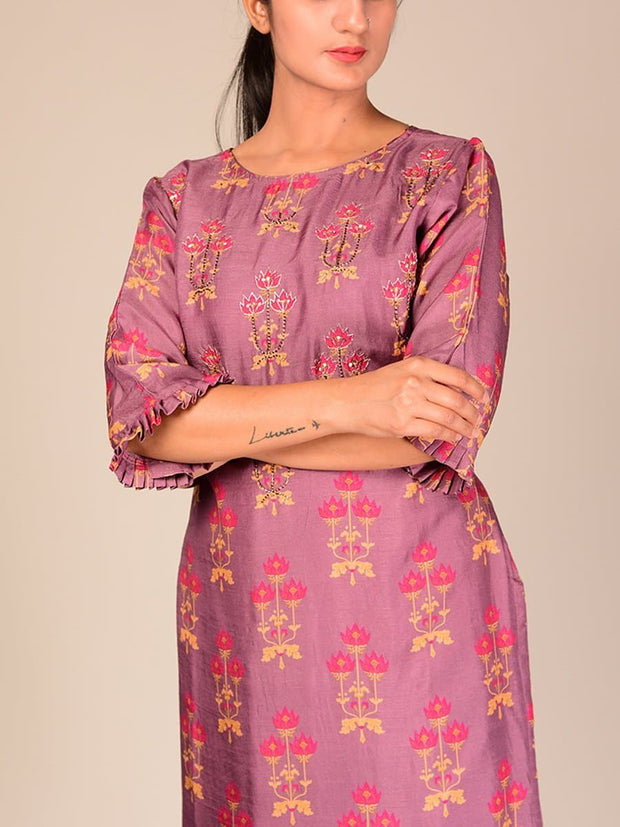 Violet Silk Blend Kurta Set With Chiffon Dupatta