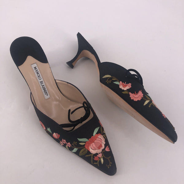 40 Manolo Blahnik satin floral slipon