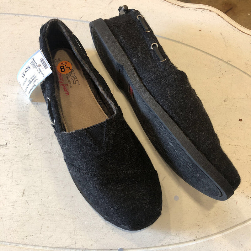 SZ 8.5 cloth lace thru slip ons