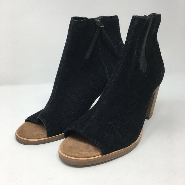 SZ 8.5 open toe booties