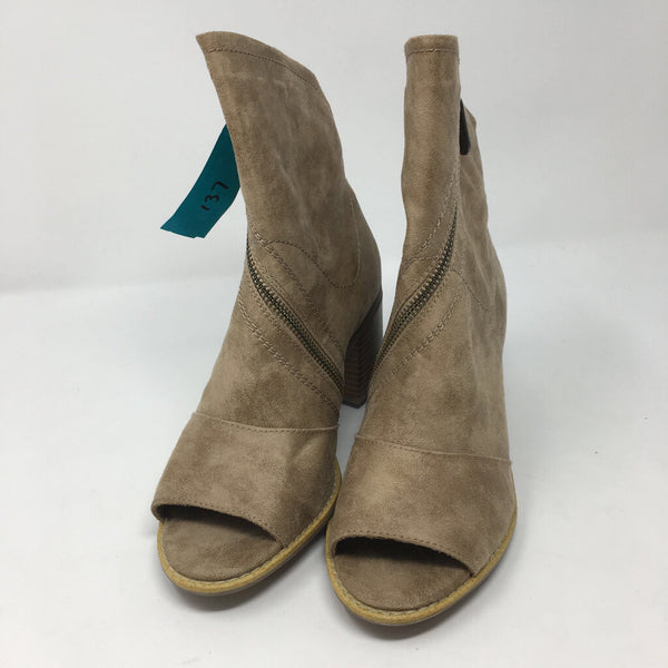 SZ 7 open toe boots