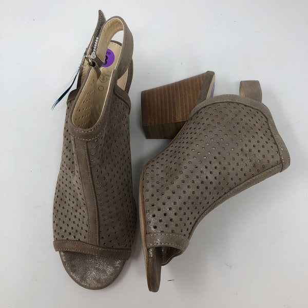 Sz 8 peep toe perforated ankle boots
