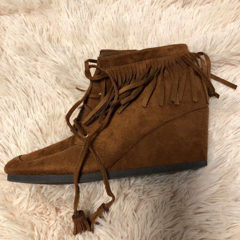 Sz 7.5 fringe wedge boots