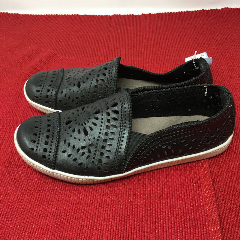 SZ 6.5 slip on shoes/ as is