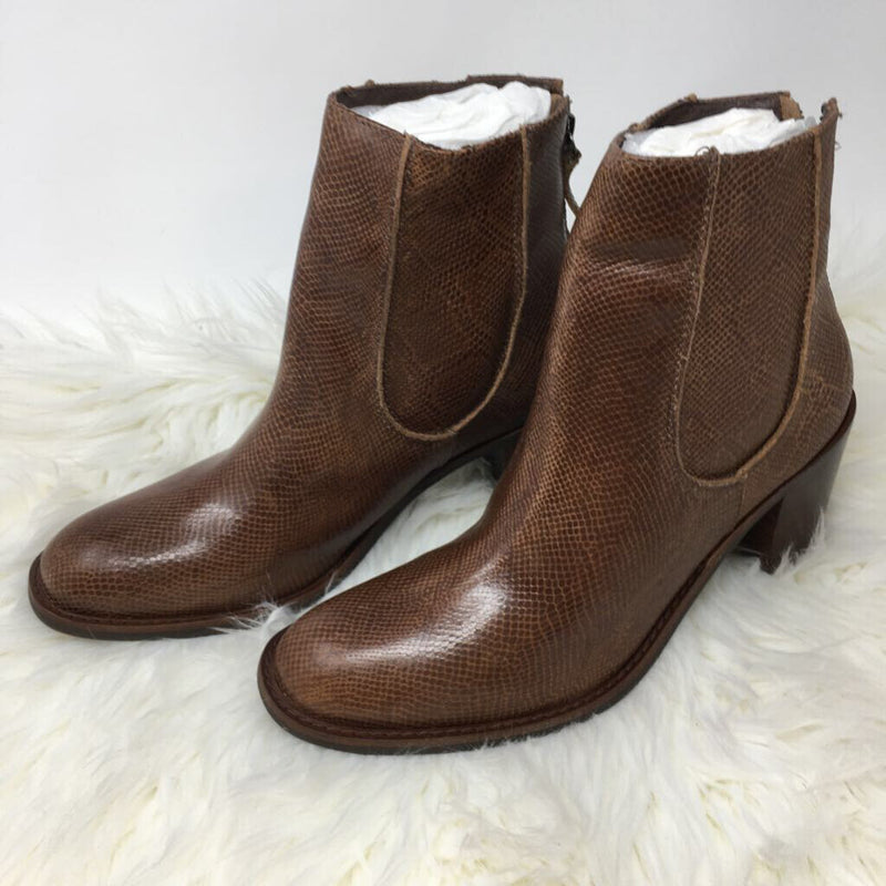 SZ 9 new heeled boots