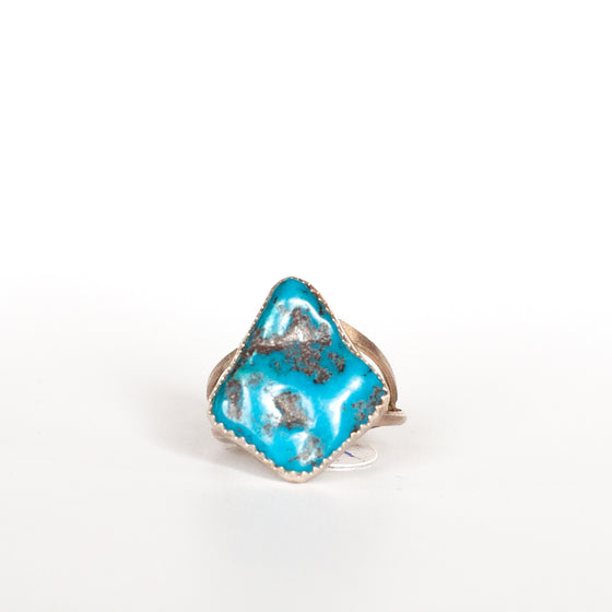 VINTAGE JEWELRY | STERLING TURQUOISE RING (SIZE 7.25)