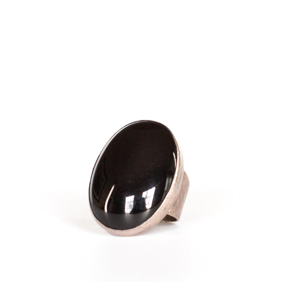 VINTAGE JEWELRY | ONYX STERLING RING (SIZE 6)