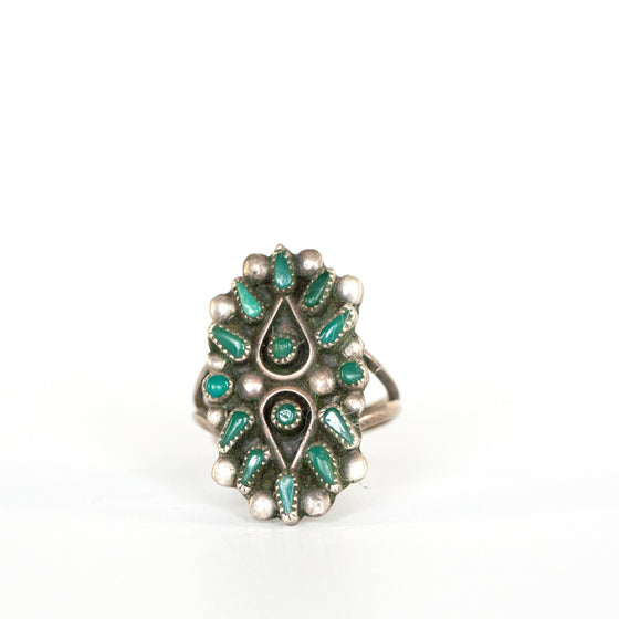 VINTAGE JEWELRY | STERLING JADE NEEDLEPOINT RING (SIZE 5.5)