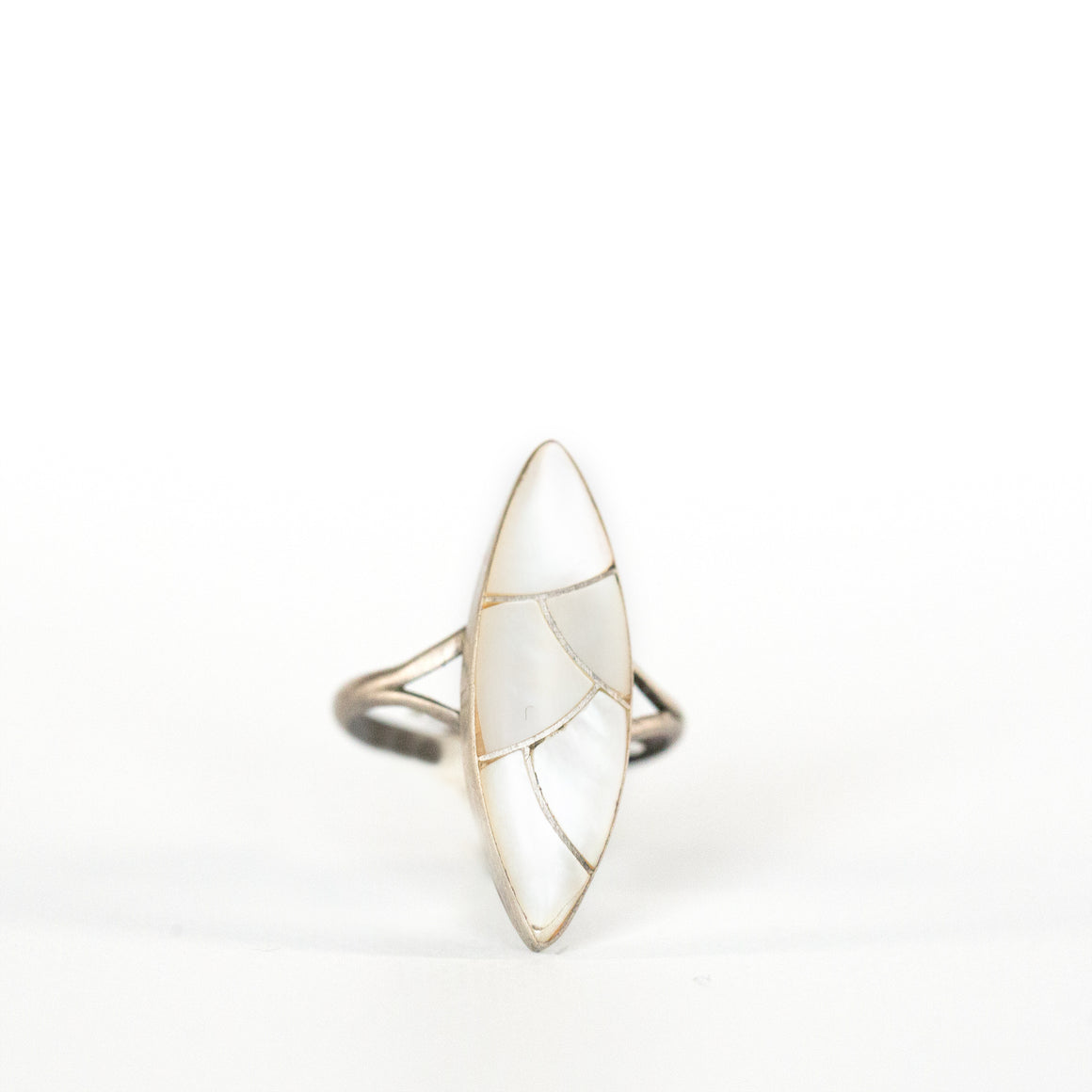 VINTAGE JEWELRY | ZUNI STERLING WHITE STONE RING (SIZE 4.75)